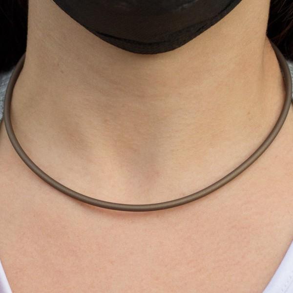 Cordón de caucho marrón con cierre de Plata