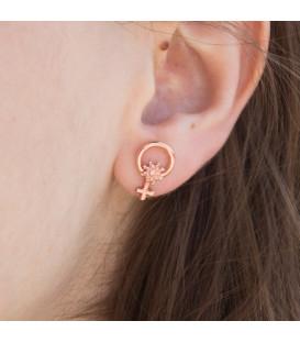 Pendientes para mujer pequeños de Plata Rosa con símbolo de la mujer de la colección Morea de Eguzkilore.